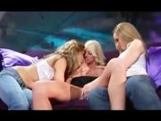2 girls at a tclub want more action