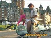 2 Quebecois fourrent devant le Chateau Frontenac