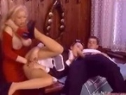 Retro Anal fisting 3some
