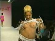 Nicole Richie flashing