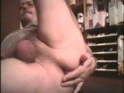 Tueffi beim Buttplug Arschfick - bis geil der Samen spritzt