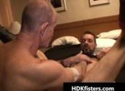 Gay dude gets his tight anus fisted