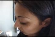 Bruenette im Zug gefickt