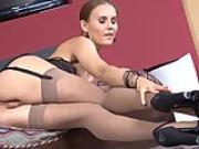Newcummer Russian blonde playing with her long legs