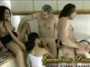 Tremenda fiesta y orgia caliente en familia threesome - Porno espanolas