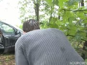 Horny redhead meets a voyeur in the woods - Linkpunt