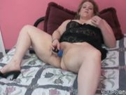 BBW Rebecca brings herself to orgasm