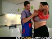 Big booty plumper seduces skinny guy