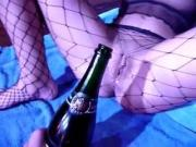 Kut drinkt Champagne