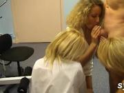 3 infirmieres amatrices sur le jeune docteur