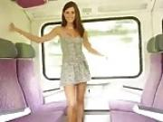 chica en el tren