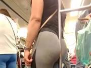 Rabuda de legging no metro