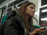 Ragazza in Metro Stocking
