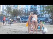 Duas novinhas gostosas na praia