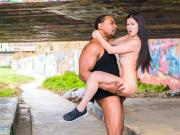CHICAS LOCA - Hot babe Cassie Fire experiences BBC outdoors