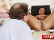 Unlicensed gyno doctor with slim babe Eliss Fire gyno fetish