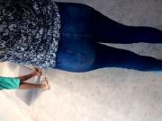 Jeans bem apertado e gostoso