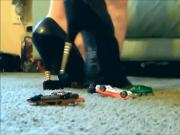 giantess Jewel crushes cars with metal heels