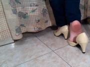 Brincando e exibindo meus pes em Peep Toe