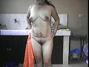 FILIPINA MOM LYLA G SHOWING HER BOOBS AND PUSSY!