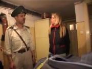 touriste fouillee au corps deshabillee baisee douane