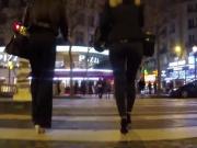 Nice ass : Blonde en jeans et haut talons
