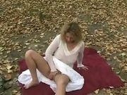 See my girlfriend fingering in public park