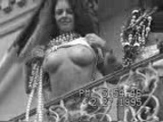 Girl flashing her titties