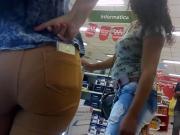 Putas comprando celular