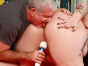 Orgasm Rubdown for BBW Calista Roxxx