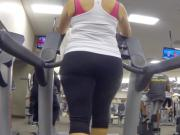 Big booty shaking in yoga pants milfs