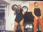 2 teens dancent pour nous 2