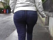 Candid big ass milf walking in jeans