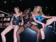 Exhib amatrices au sexshop avant partouze en club public