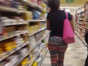 Booty clapping shopper at Publix 2