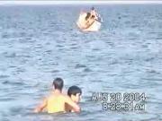 en el agua