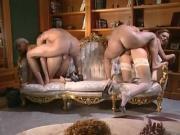 Raz- due coppie e un divano che vuoi di piu