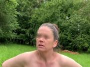 AO-Ehehure zieht sich aus Outdoor