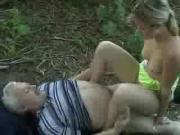 Teen wird von einem alten Mann gefickt