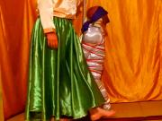 Ligotage en semi suspension et dominatrice en jupe satin