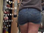 Thick Teen PAWG Ass in Shorts