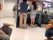 super culona falda en oficina