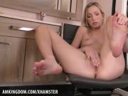 Zoe Parker sucks her pretty toes