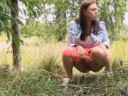 Teen piss in outdoors