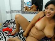 colombiana en webcam montando su juguete