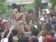 Putas se desnudan en carnaval