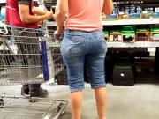 This gilf in jeans got ass for dayyys!