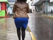 paseo por la calle pollera azul 1