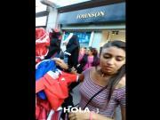 Morenita vendiendo