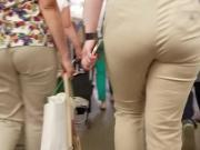 Booty ass in metro station